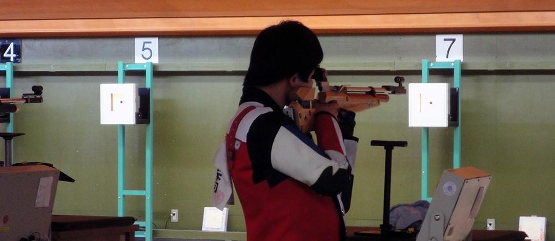 ライフル射撃部:近畿大会で秋春連覇!(ビームライフル)クラブ体験でお待ちしています。